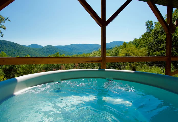 Mountain Top Privacy w/ HotTub+Close to Everything