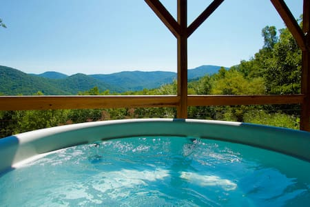 Mountain Top Privacy w/ Hot Tub+Close to Asheville