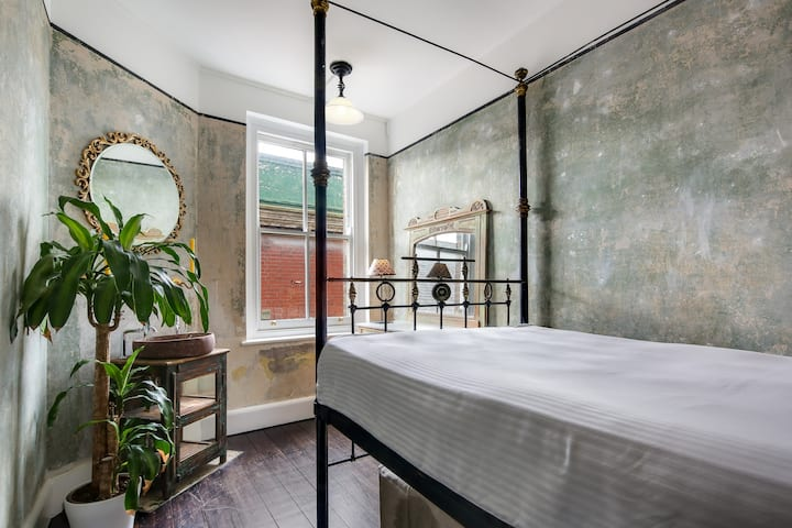 Boutique double bedroom. Chatsworth Rd, Hackney.
