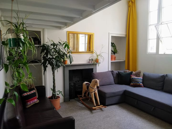 Stylish City Centre Townhouse & Cooked Breakfast