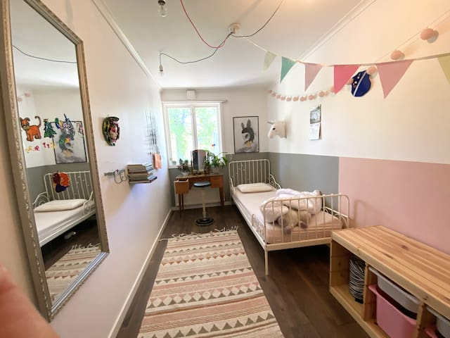 Small bedroom with a 80x200 single bed.