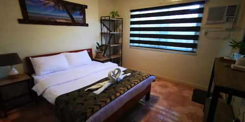 UNKS HOUSE - ALONA ROOM 3 - PRIVATE BATHROOM