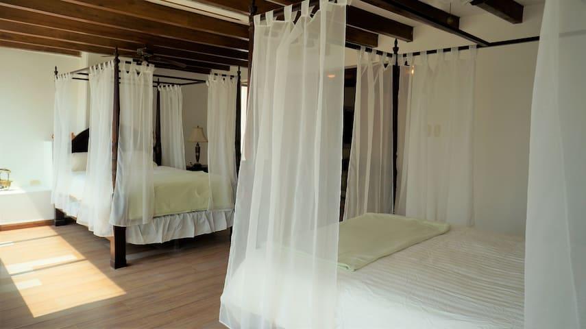 Cuarto #5 (2 Camas Queen) / Room #5 (2 Queen sized Beds)