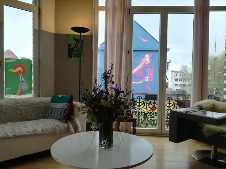Room in a luminous appartement near Midi Station