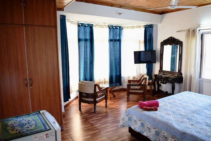 The Woods | Private Room | Valley View | Fast WiFi