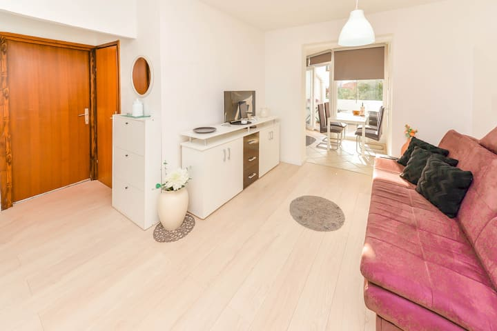 CAPTAIN - adorable two-bedroom apartment with WIFI