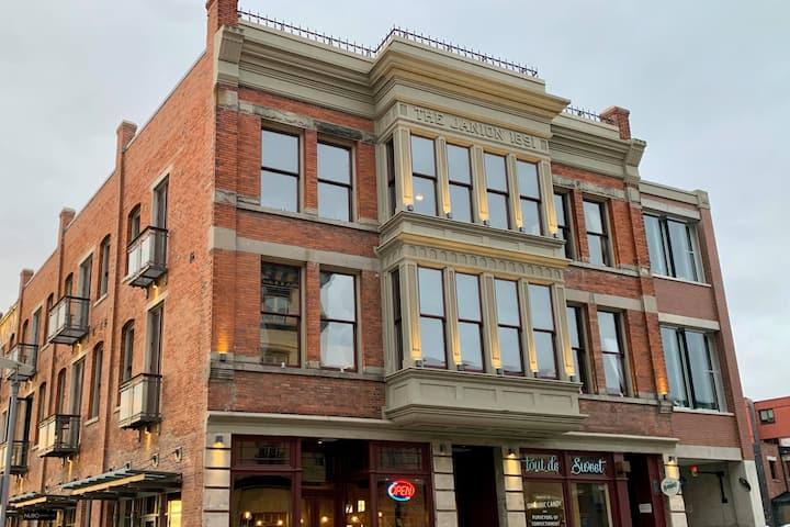 Downtown Inner Harbour Heritage Suite