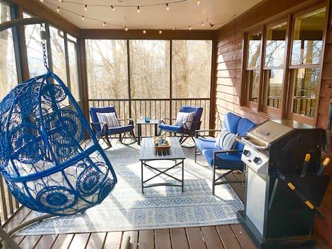 Modern Mountaintop Retreat ❤️ Screened Porch