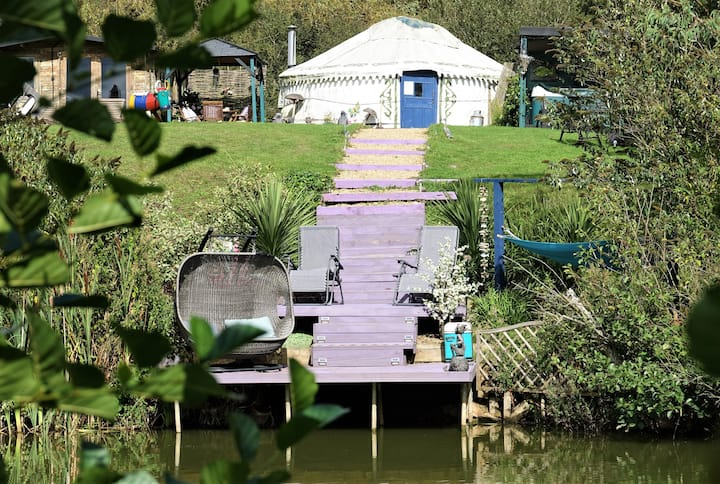 Bluebell Yurt private hot tub and fishing