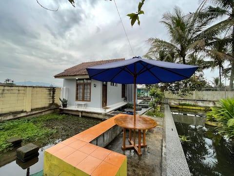 Saung Lugina Sundanese Villa in Sumedang