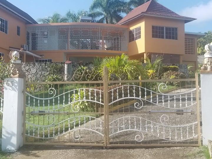 Hill Top Villa Montego