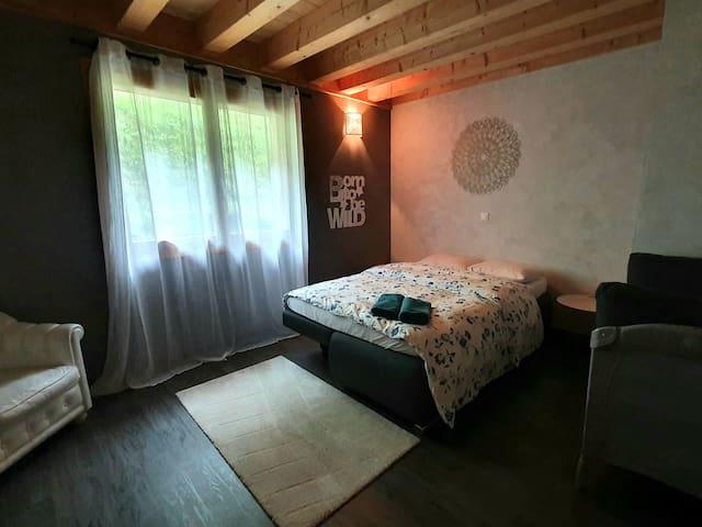 Chambre I - Canapé lit 140 x 200 Lit bébé sur roulettes, modulable.