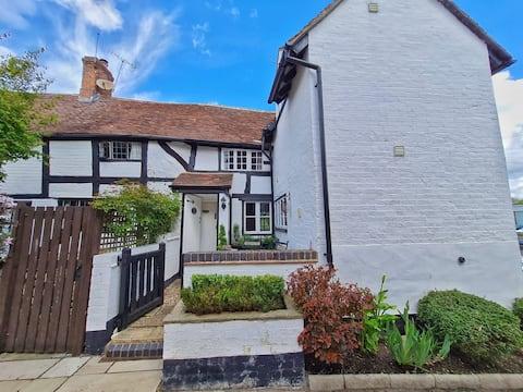 Avondale cottage (nr Warwick & Stratford on Avon)