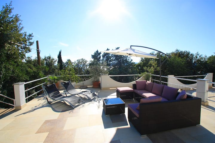 Apartment with terrace and 90 m to the sea (2)