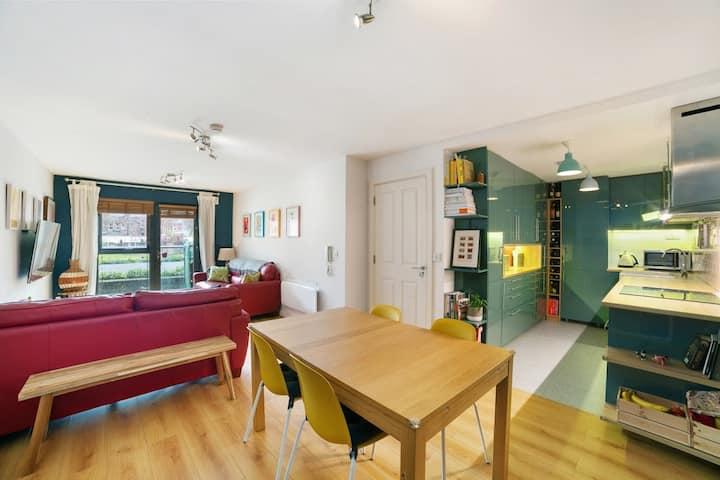 Modern & Stylish 2 Bed Apartament in D8