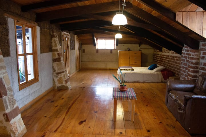 Private Wooden Flat, Central San Cristobal!!!