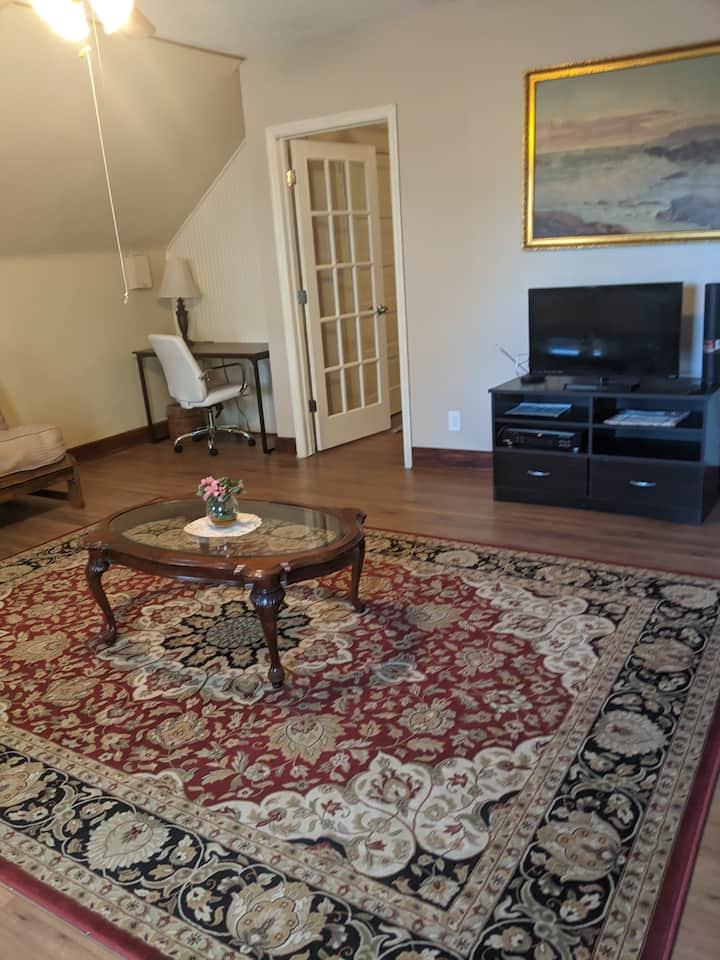 Attic Apartment in UC/Clifton area