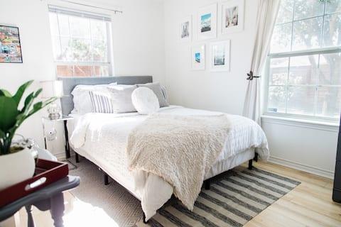 Casa de Mac- Private bed/bath in Austin's eastside