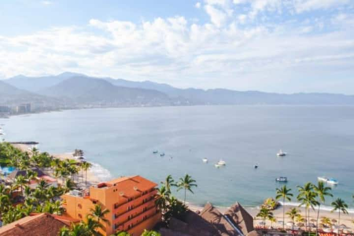 Beautiful OceanFront Condo in Hotel Zone PV