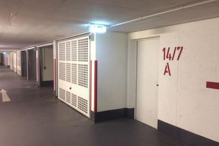 Tiefgarage Eingang Haus 14/7 zum Aufzug