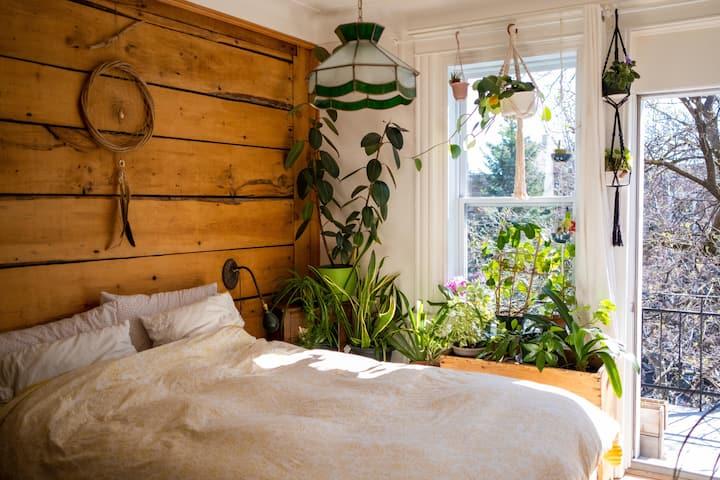 Warm and cozy apartment near Jean-Talon Market