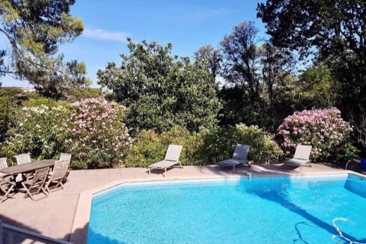 """""""Les Jasmins"""": Belle villa languedocienne arborée."""