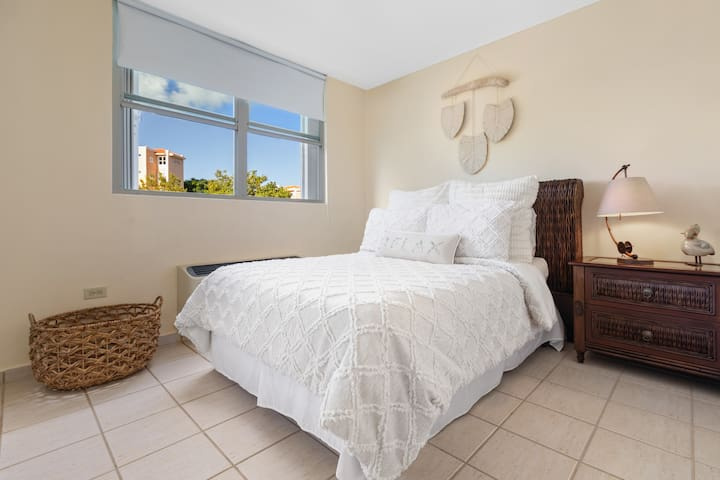 Second bedroom , full bed