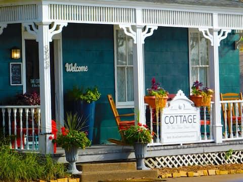 LOWER COTTAGE At Blue Door Inn
