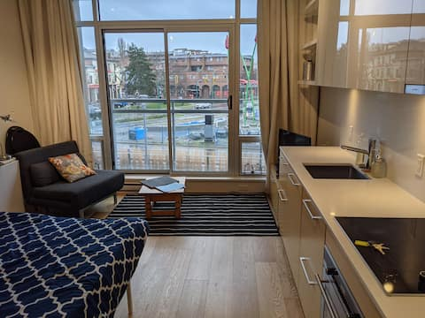 Brand new waterfront suite in the heart of town
