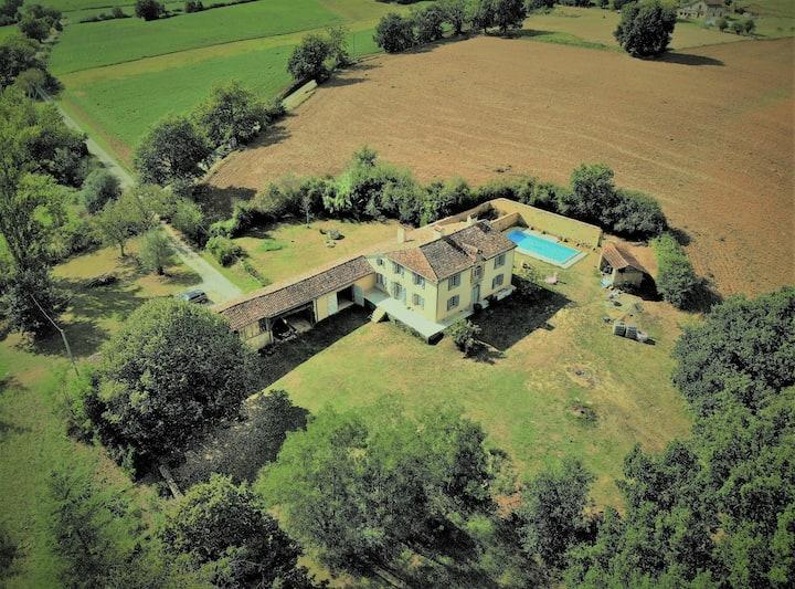 Charmante et vaste, maison avec piscine chauffée
