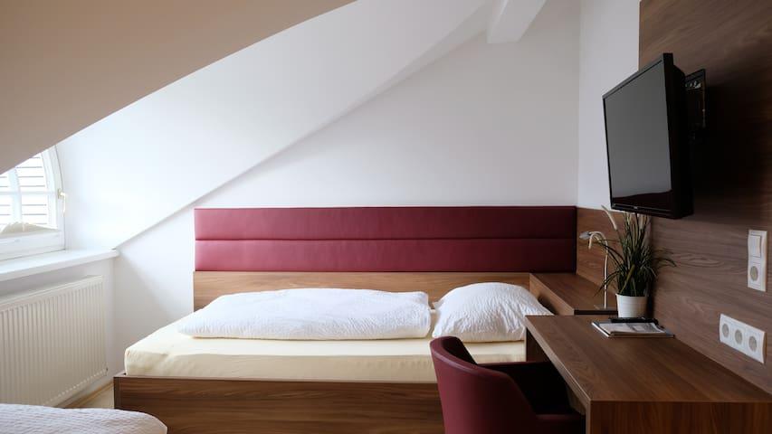 """Apartment A3 """"Kapuzinerberg"""":  Zweites Schlafzimmer mit 2 Einzelbetten"""