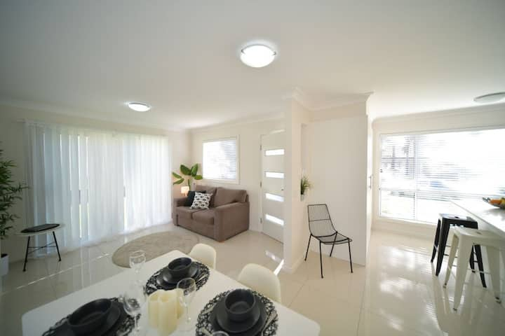 2BR Lux House-parkng, inbetween Syd CBD & Katoomba