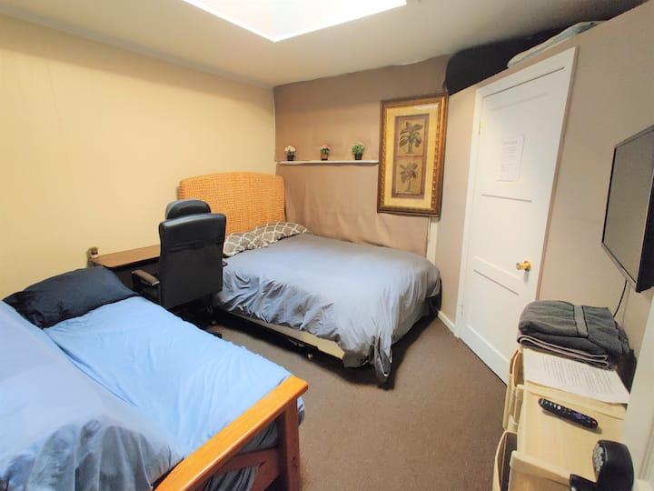 Easy Parking, TV, Full Kitchen, Desk&Massage Chair