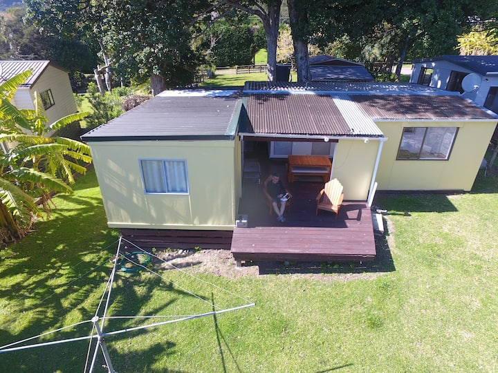 Whanarua Bay Cottages - The Bach
