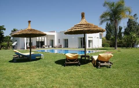 Grande villa avec jardin dans une ferme de 10000m2