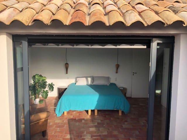 Chambre master vue depuis sa terrasse privée