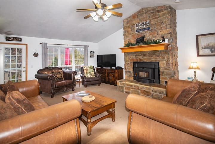 2 Master Suites! 5BR Lakefront, Lakeview