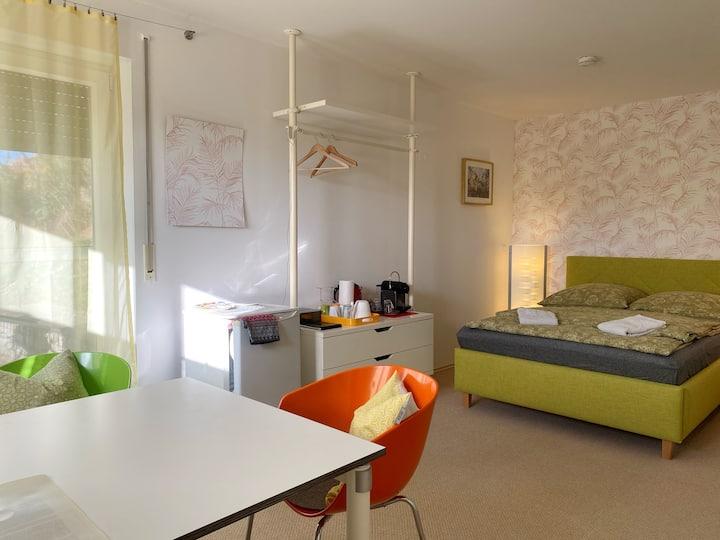Separates Zimmer  mit eigenem Bad und Terrasse