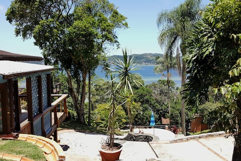 Casa de Hóspedes com deck e vista para a Lagoa.