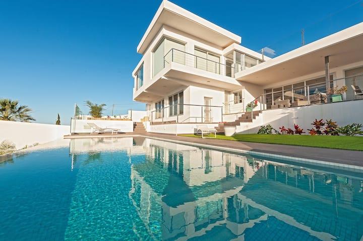 Villa Maiquetia, luxury villa with climatized pool