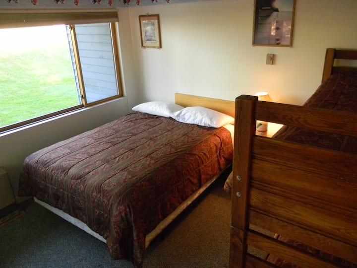 Slopeside Brookside 2A101 slp 6 condo-cozy & clean
