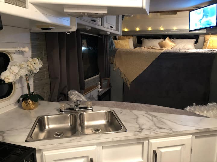 Private RV, Hot Tub and 3 Fire Pits! (Sleeps 6)