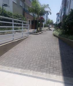 corredor de acesso aos blocos