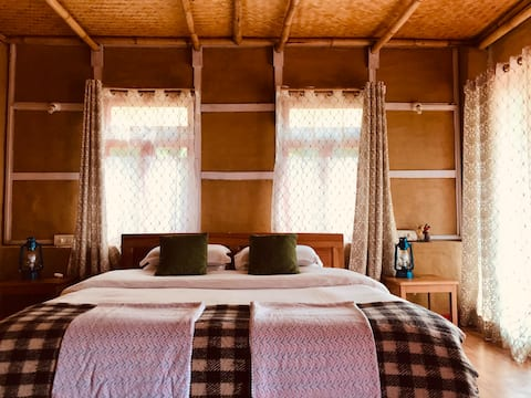 PaliGhar, peaceful ensuite double room  farmstay
