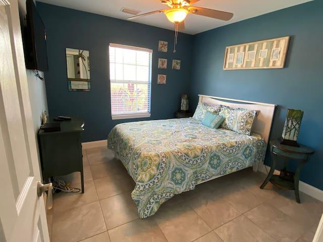 Smart TV Temperpedic  Queen Bed New Furniture New paint