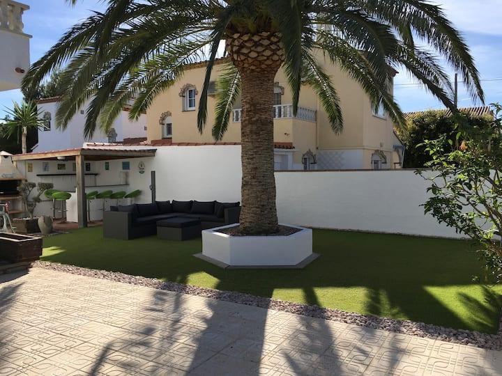 Belle villa avec piscine, bar ext et coin lounge