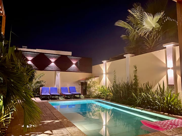 Villa & Pool walk to Palm Beach ideal for GROUPS!
