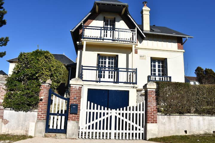 Anglo-Normandy Villa at the beach with huge garden