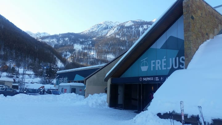 Quiet and full center of Serre Chevalier 1400
