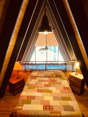 Upper loft bedroom with Full size bed (pillows and linens provided).